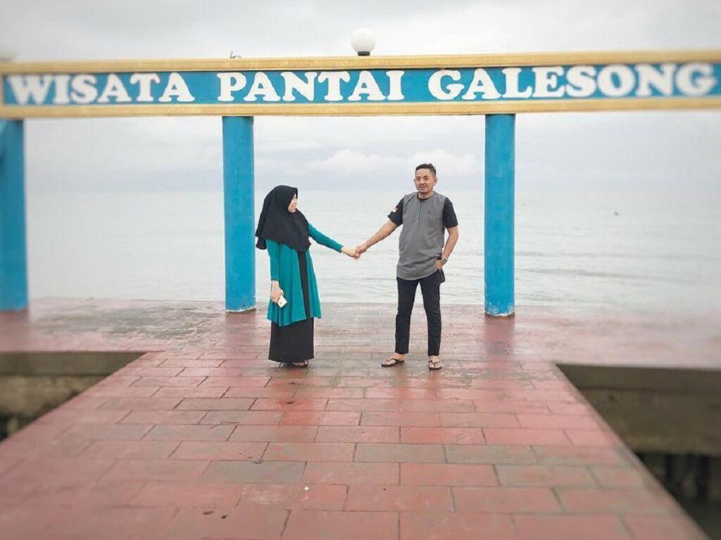 Bersantai di bibir Pantai Galesong Takalar Sulawesi Selatan - sultanhamjar