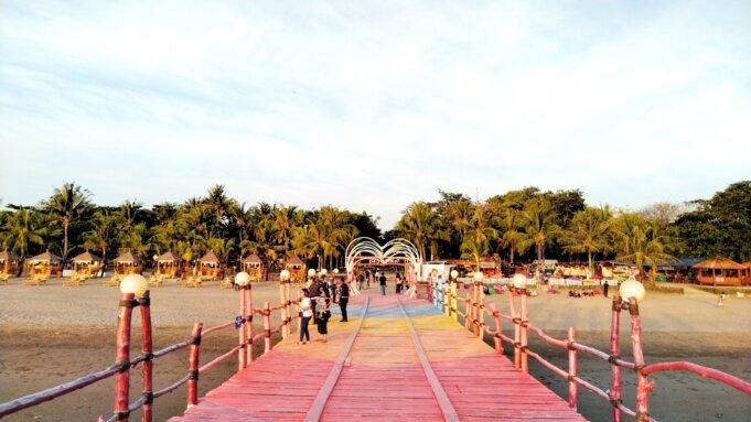 Dermaga Cinta di area pantai akkarena