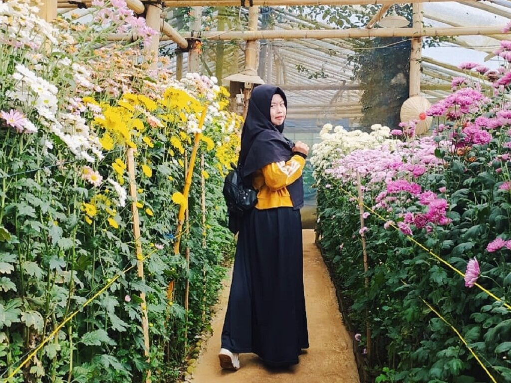 Green house dengan aneka jenis bunga warna-warni di Malino Highlands Gowa Sulawesi Selatan - Checen Rakim