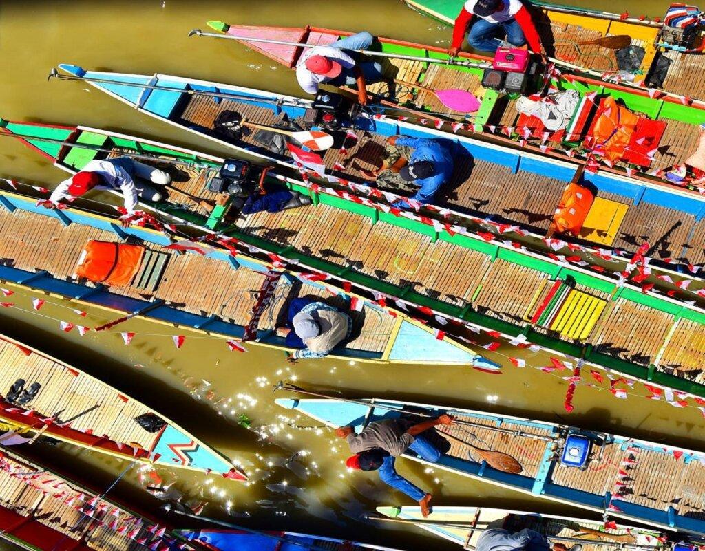 Kemeriahan lomba perahu saat Festival