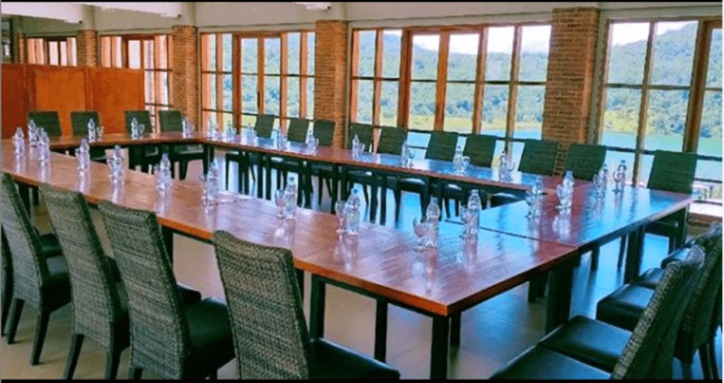 Meeting room yang nyaman dengan pemandangan indah