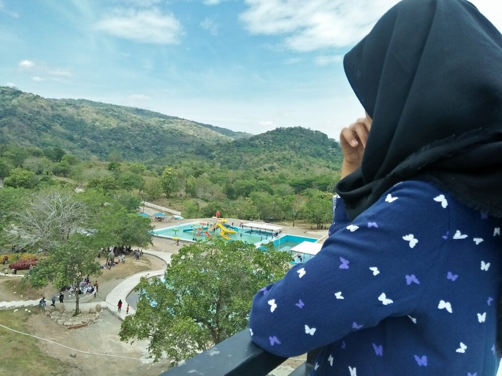 Menikmati keindahan panorama lanskap alam dari ktinggian di Diana Waterpark Barru Sulawesi Selatan - MUTMAINNA _16