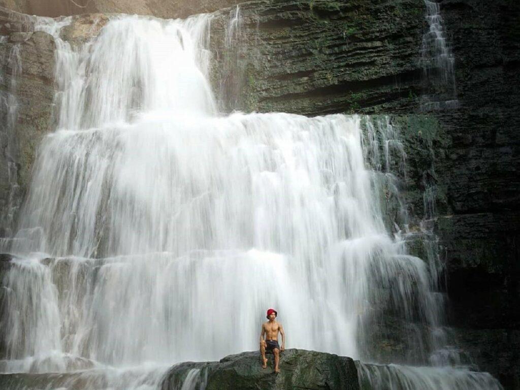 Menikmati kesegaran air terjun Pulau Selayar