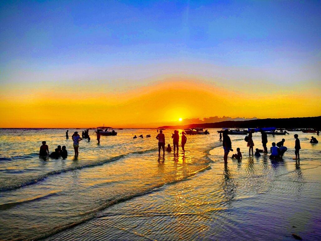 Menikmati momen sunset di Pantai Tanjung Bira Bulukumba Sulawesi Selatan - Andi Pangeran Reza