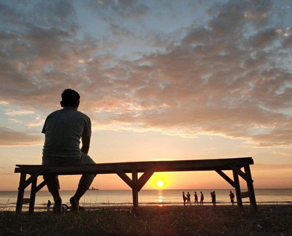 Menikmati senja keemasan di Pantai Laguna Barru Sulawesi Selatan - SYAHRUL Tv