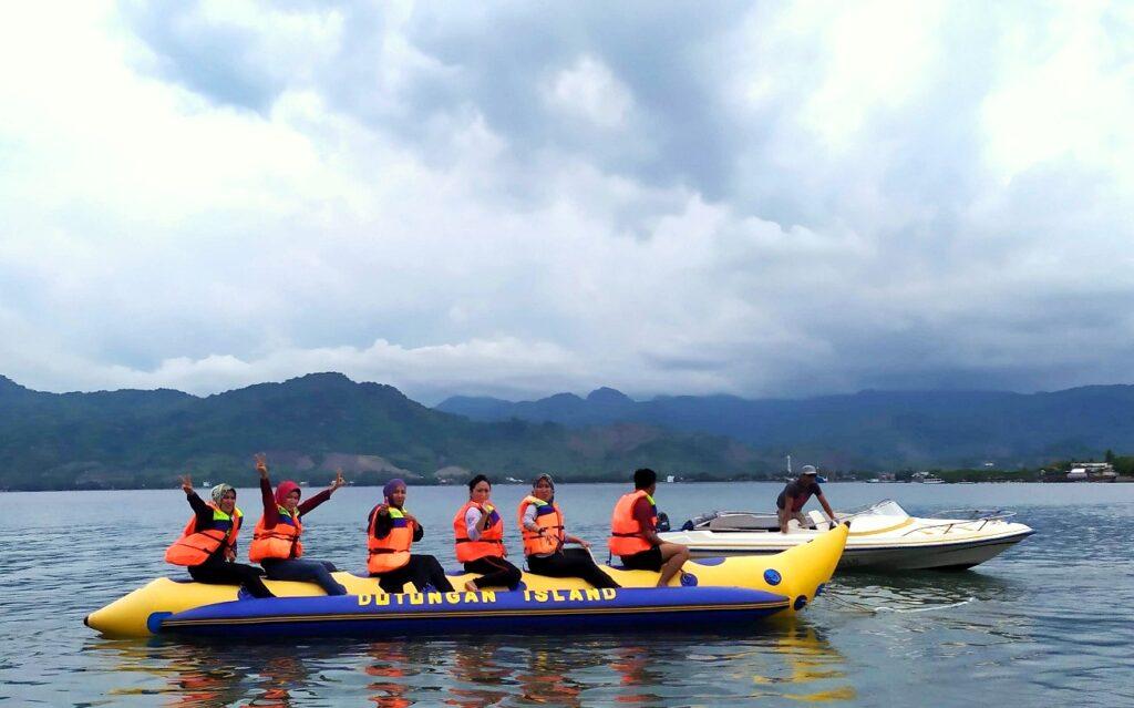 Menjajal wahana pemacu adrenalin banan boat