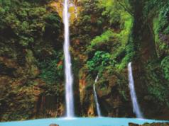 Panorama kecantikan Air Terjun Dua Warna