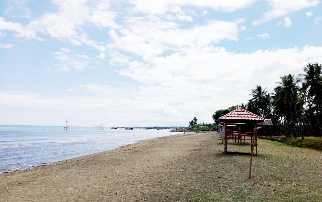 area garis pantai yang luas dan panjang