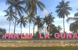 Pantai Laguna Barru dengan pepohonan kelapa di Sulawesi Selatan - Ronna Ayu Komariah Putri