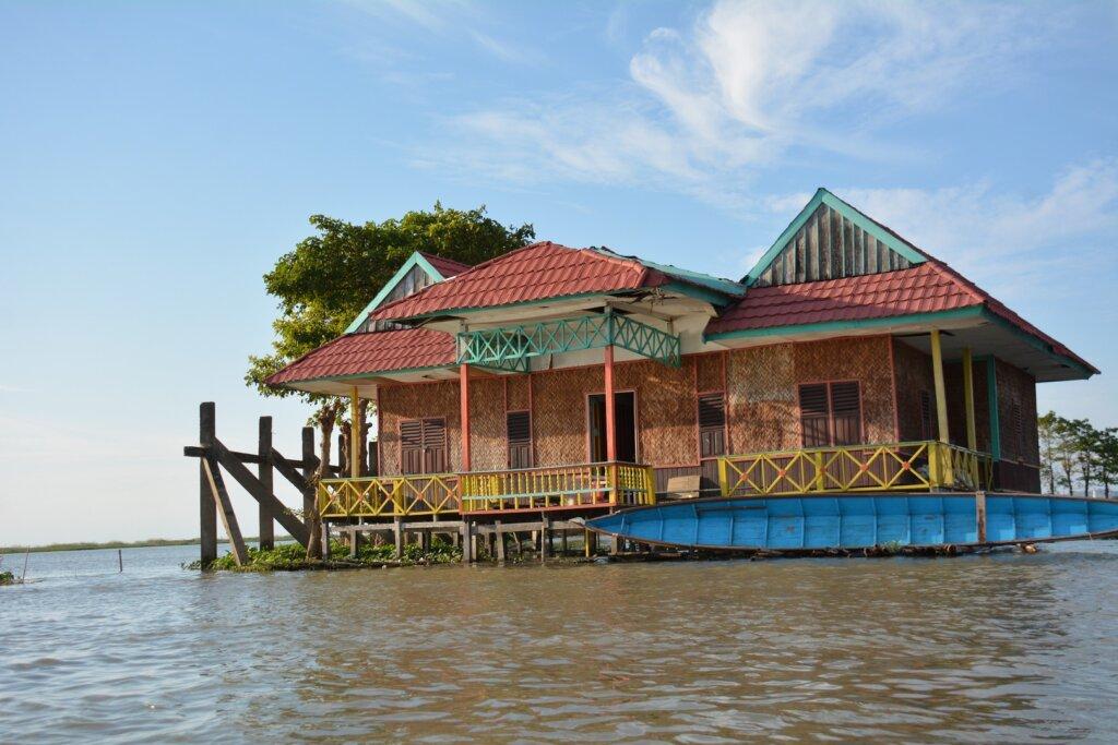 Rumah Apung di Danau Tempe