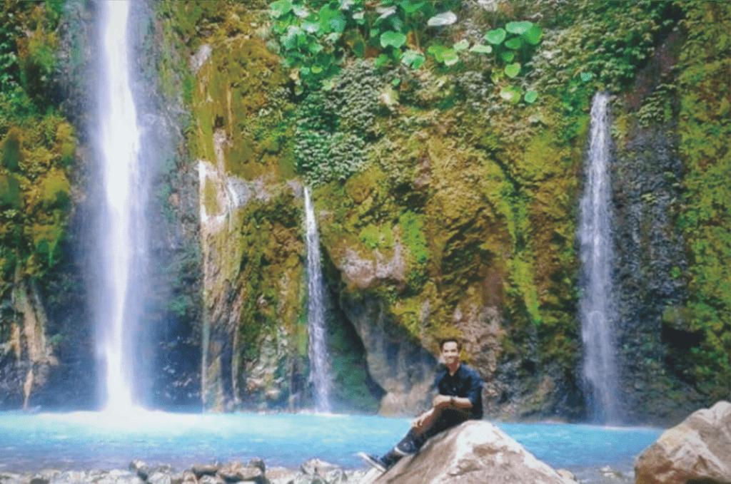 Spot foto cantik Air terjun dua warna