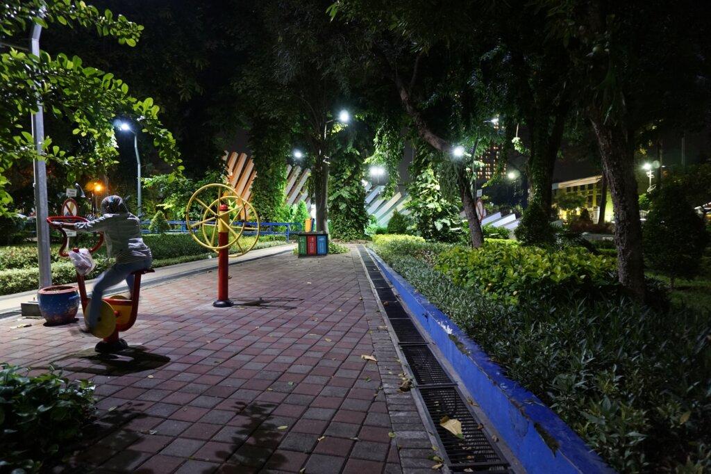 Suasana Malam di Taman Pelangi