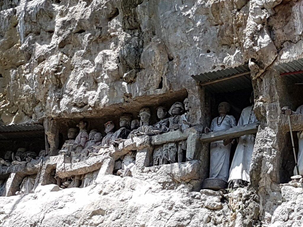 Tau-tau di wisata Suaya Toraja