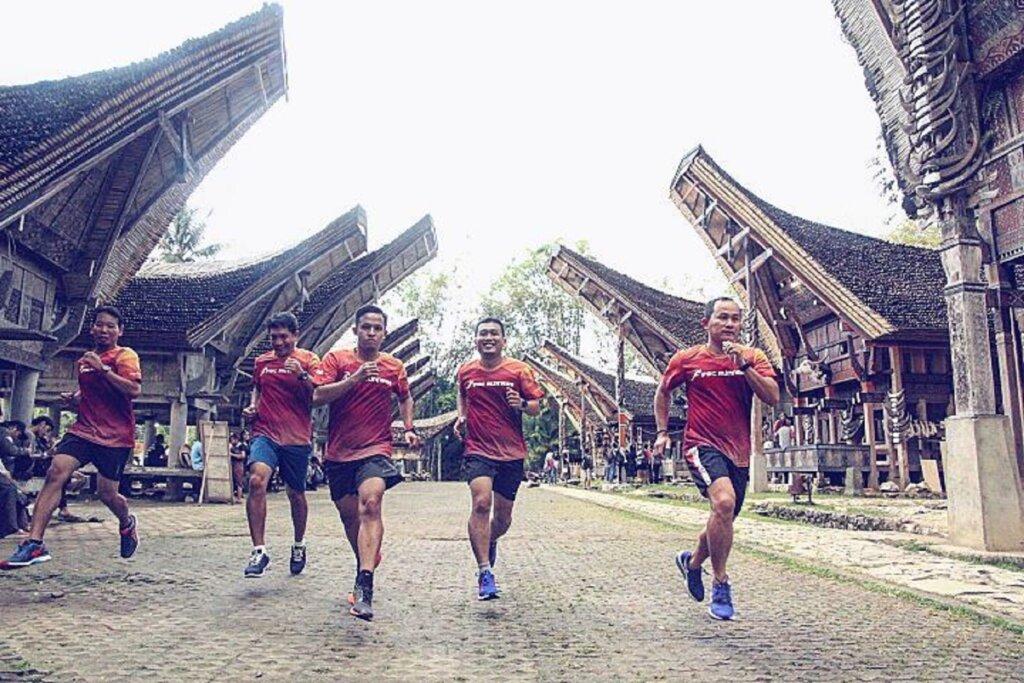 Toraja Marathon melintasi area suaya