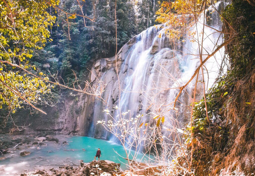 Air Terjun Kandawu Ndawuna berada di tengah hutan
