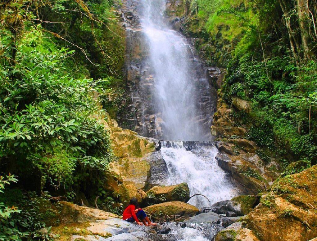Air terjun Sampendabah berada di dalam area Taman