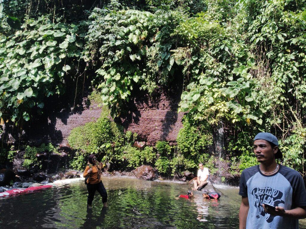 Berenang Santai di Kolam Toska