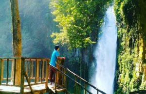 Berfoto dari rumah pohon di depan Air Terjun Sikulikap Karo Sumatera Utara - ijal_mahendri