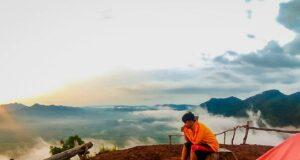 Berkemah di Puncak Bukit Banda