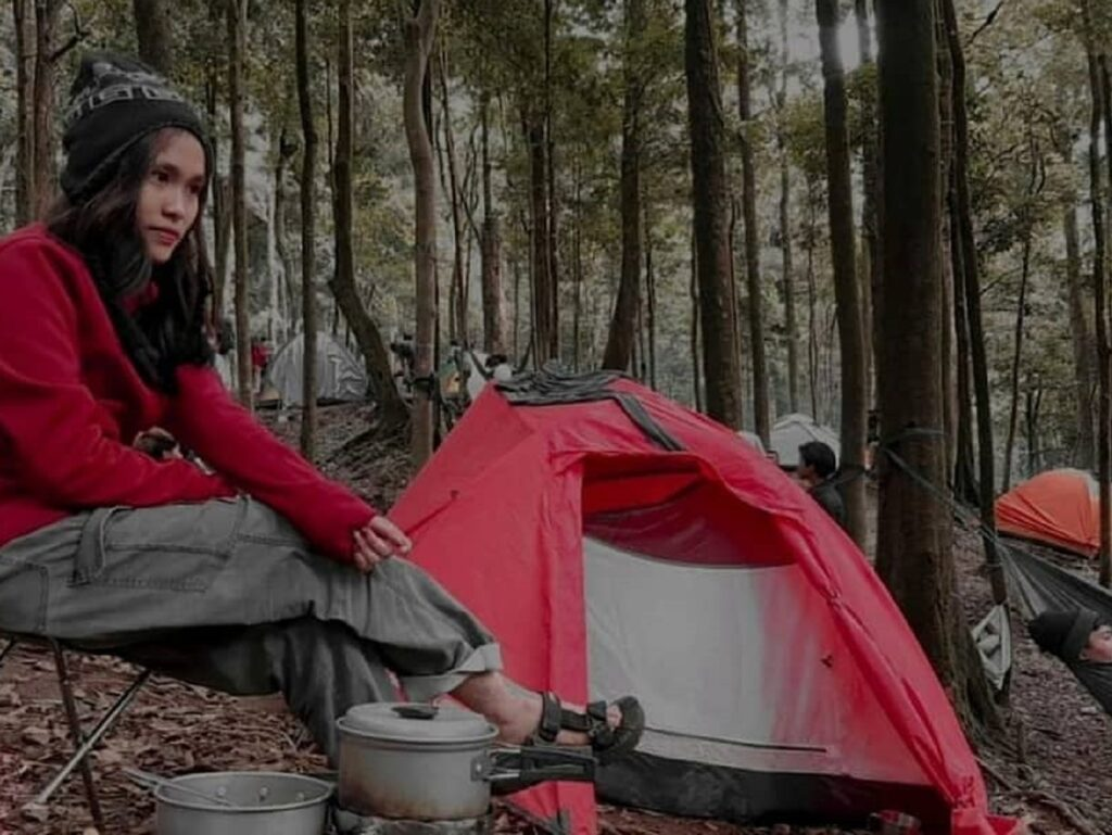 Berkemah di area camping ground Air Terjun Sikulikap