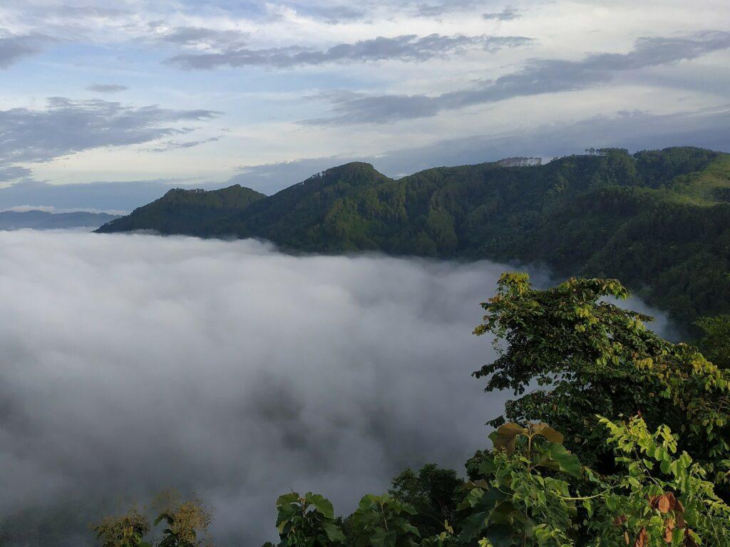 Indahnya Lautan Awan di Bukit Banda