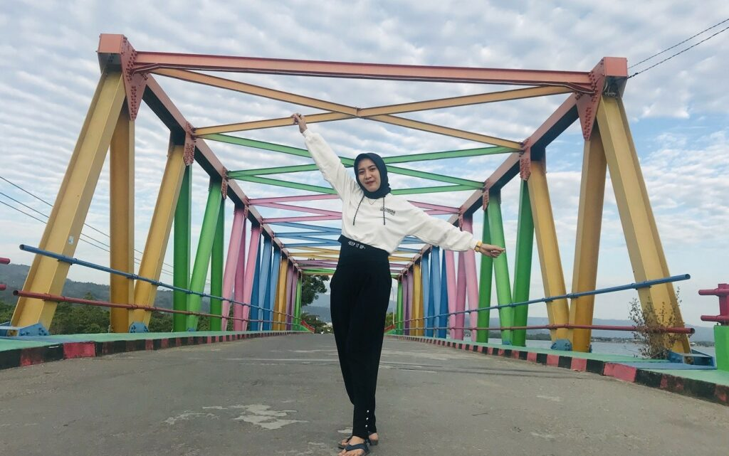 Jembatan Pelangi di Pantai Mandra Kolaka Sulawesi Tenggara - Uccink Tonji