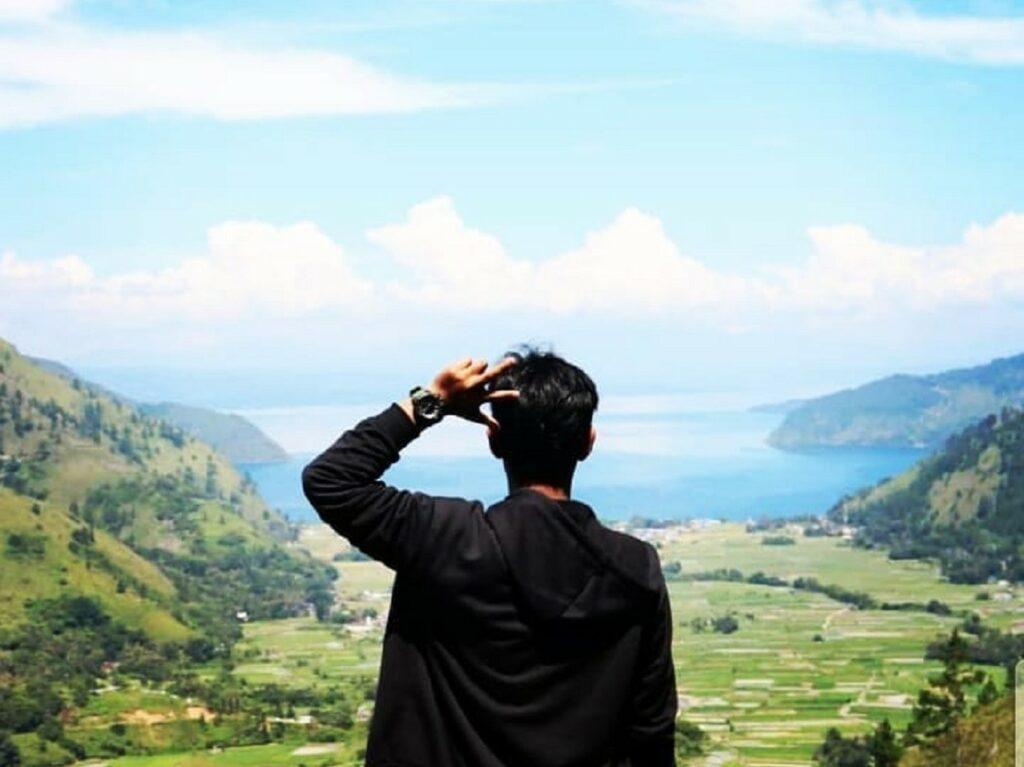 Melepas pandang ke panorama di hadapan Wisata Air Terjun Janji Humbang Hasandutan Sumatera Utara - ilhamaulia_koto