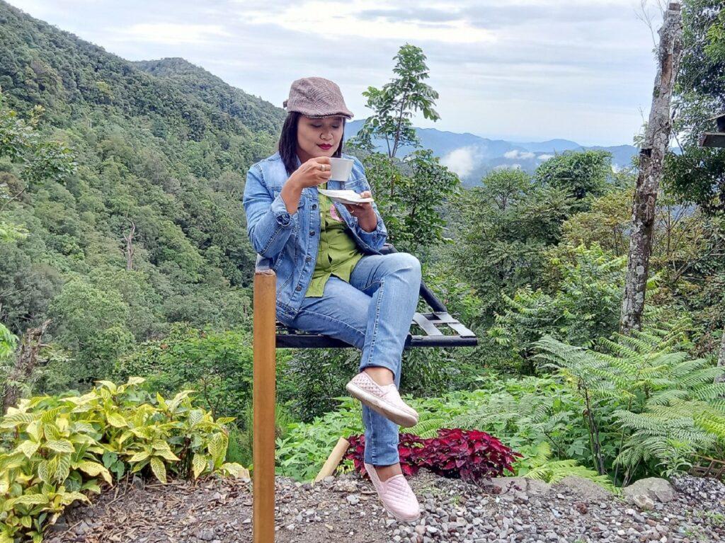 Menikmati kopi khas Sidikalang di tengah indahnya alam pegunungan Rumah Pohon Sidikalang