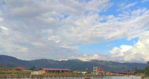 Panorama danau dan pegunungan Banto Rayo