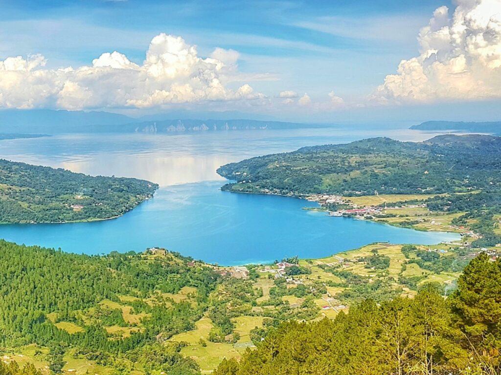 Keindahan lanskap danau toba dari ketinggian