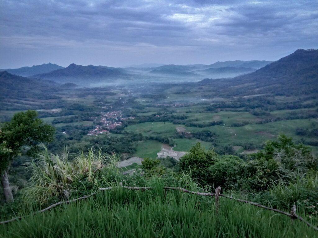 Pemandangan dari atas Bukit Banda