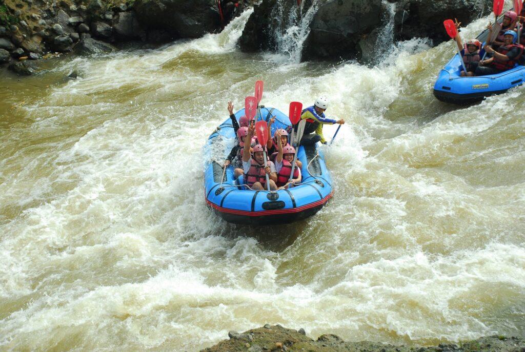Rafting Seru di Sungai Serayu