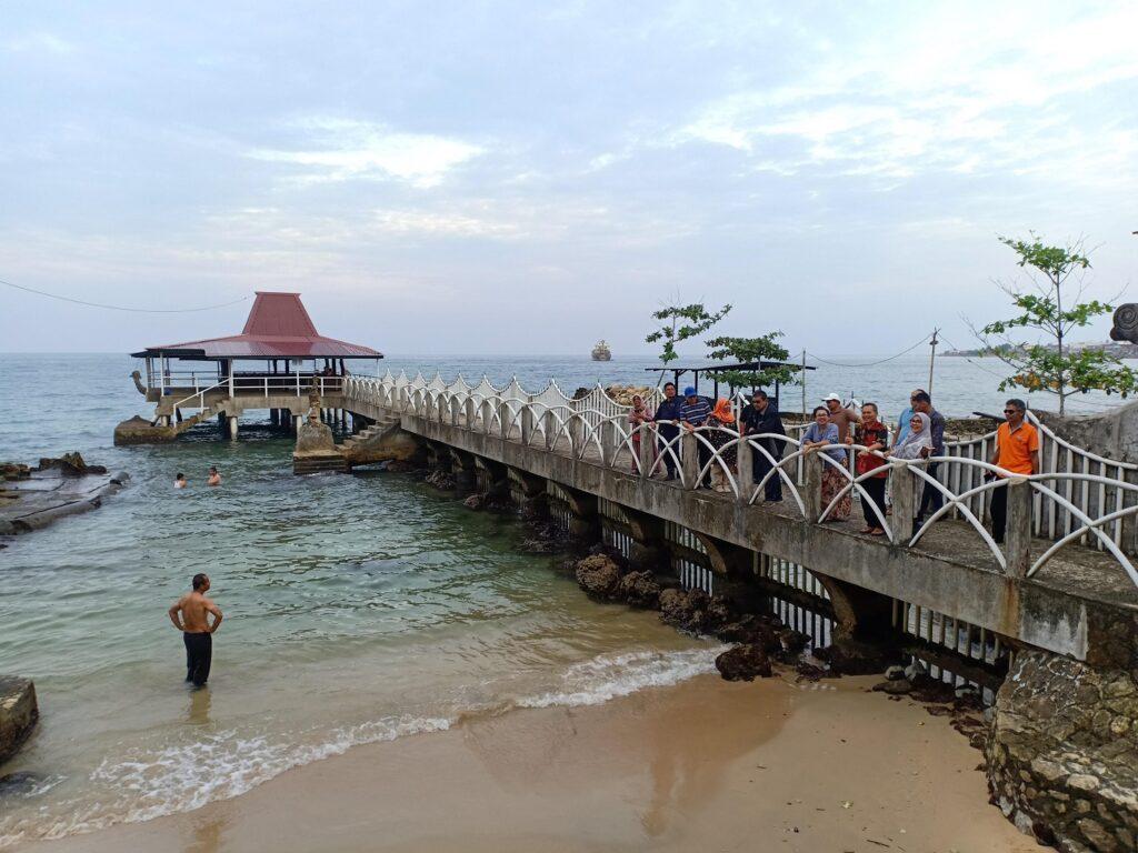 pantai di dekat museum