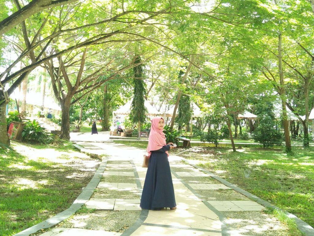 Area rekreasi dengan ruang terbuka hijau yang dipadati pepohonan