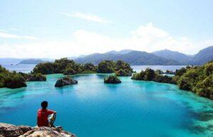 Teluk Labengki Pulau Buton Buton Sulawesi Tenggara - indro.bondan