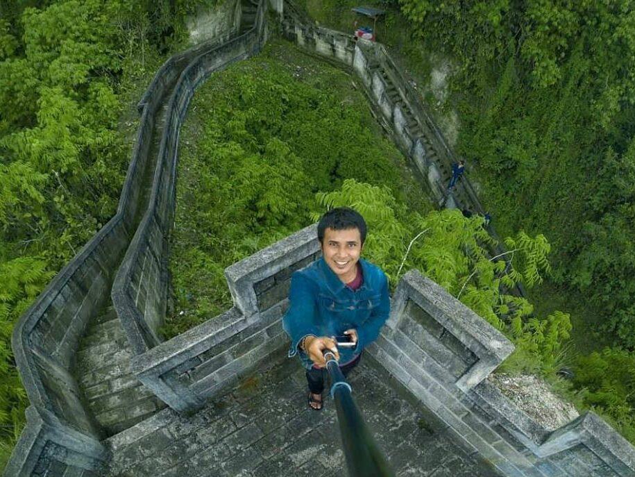 di puncak Great Wall of Koto Gadang