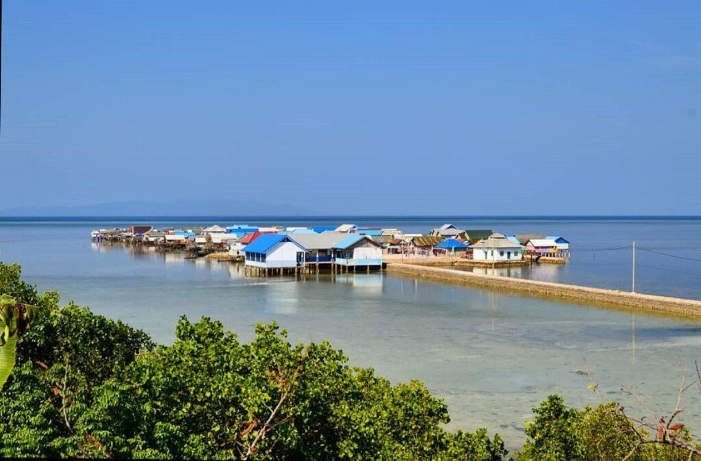 Wisata budaya ke Kampung Bajo Pulau Buton Buton Sulawesi Tenggara - anis_asmawati