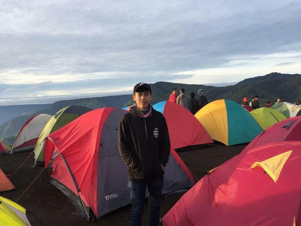 Berkemah di tanah datar Bukit Gajah Bobok Karo