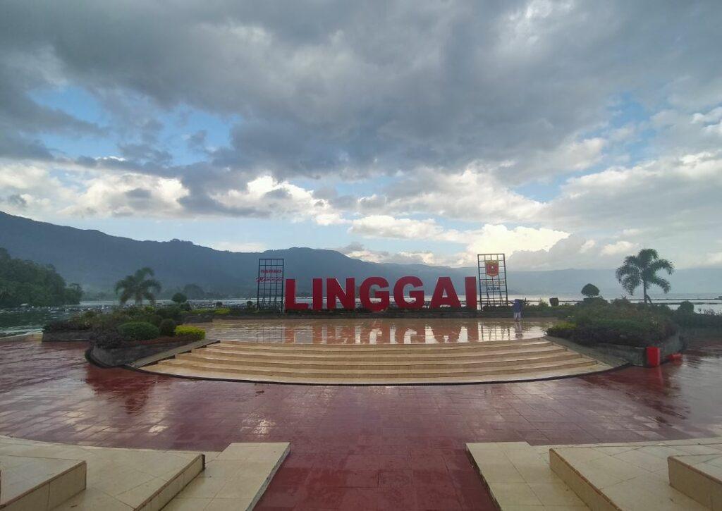 Landmark Linggai Park yang merupakan objek wisata keluarga