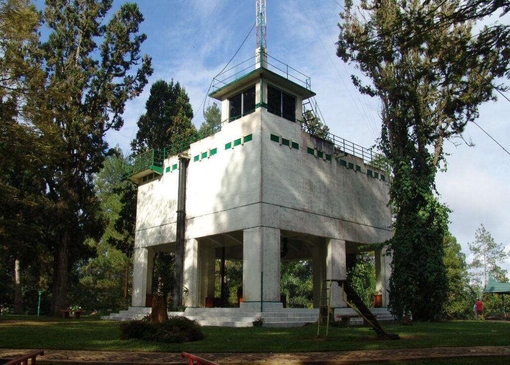 Menara pandang Fort De Kock