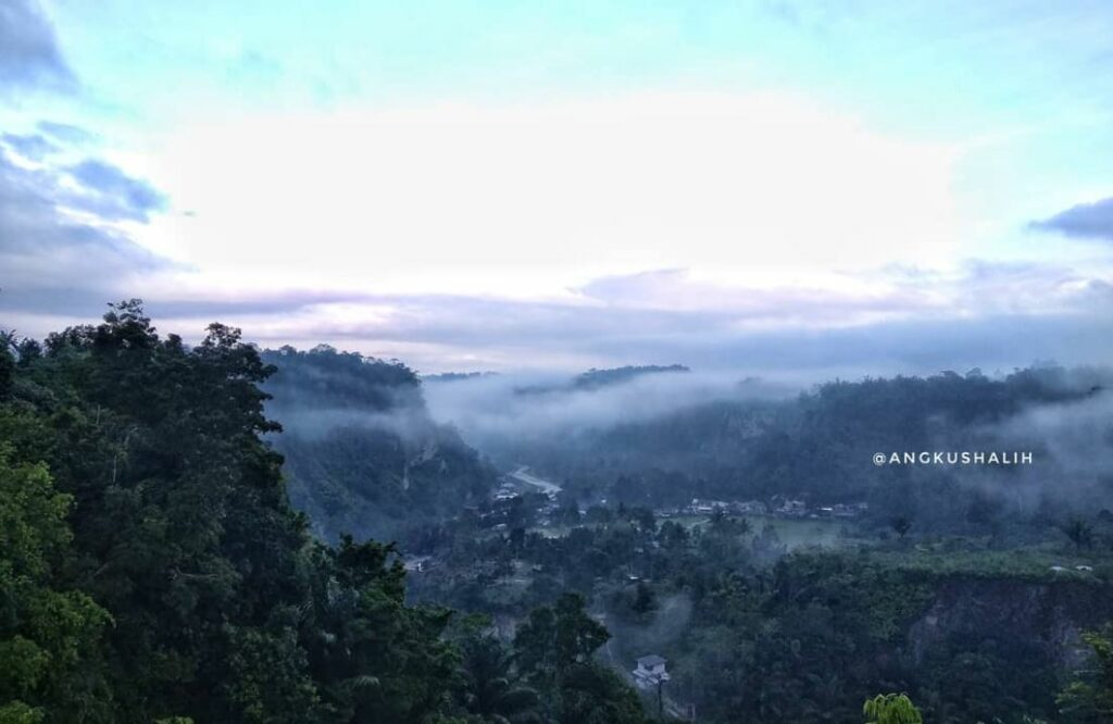 Panorama kota bukitting dari Janjang Koto Gadang