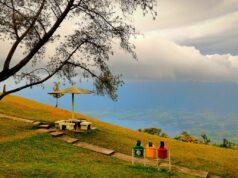 Keindahan panorama Danau Maninjau dari Puncak Lawang