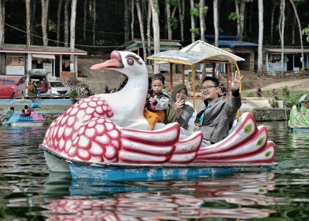 Berkeliling Danau dengan Sepeda Kayuh di danau sindang kemadu