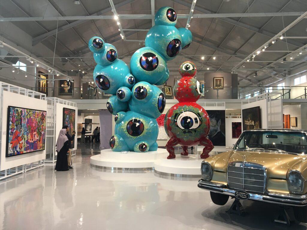Changin Perspective berupa Patung Biru Raksasa Karya Wedhar Riyadi