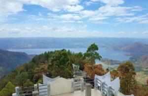 Pemandangan Danau toba dari menara tele