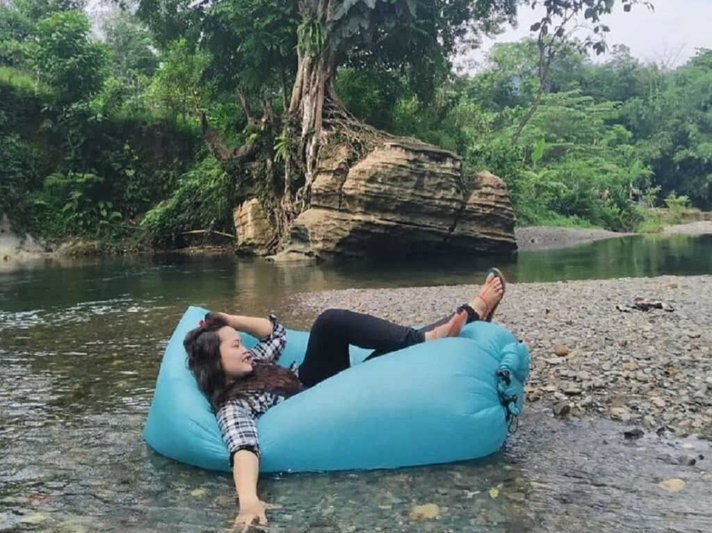 Mengapung bersantai menikmati suasana Landak River