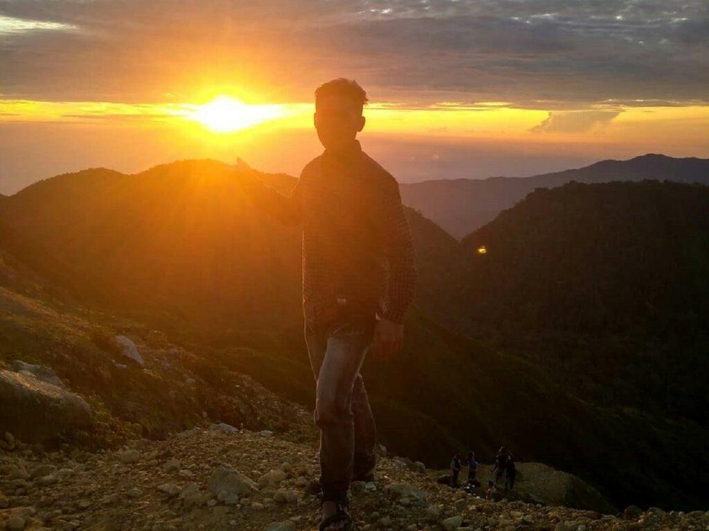 Mengejar momen sunrise dari puncak Gunung Sibayak Karo Sumatera Utara - suprienst