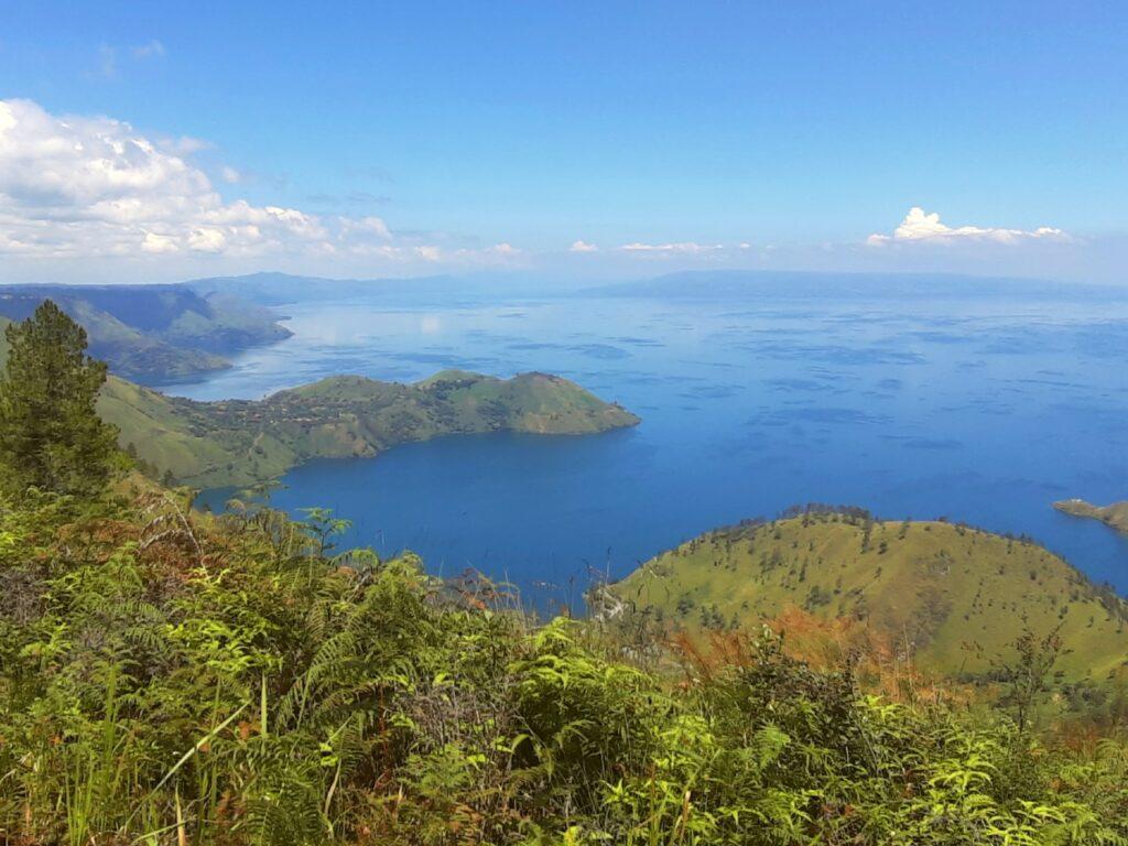 Pemandangan danau toba dari bukit gajah bobok