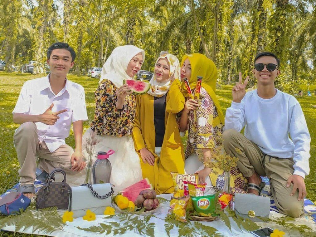 Piknik bersama di Bukit Kubu Berastagi Karo Sumatera Utara - oalah.pong