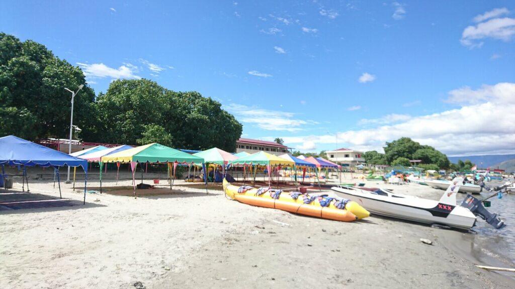 Ragam permainan air yang berada di Pantai Pasir Putih Parbaba